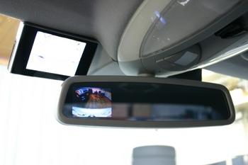 メルセデスベンツ W211 Eクラスにルームミラーモニターをビルトイン